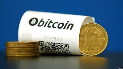 Sebuah dompet kertas Bitcoin (mata uang virtual) dengan kode-kode QR tampak dalam gambar ilustrasi yang diambil di La Maison du Bitcoin di Paris, Perancis, 27 Mei 2015 (foto: REUTERS/Benoit Tessier/Foto Arsip) updetails.com