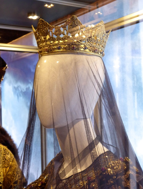 Queen Isabella crown Assassins Creed