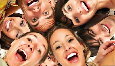 5 Hal Mengagumkan yang Terjadi pada Tubuh saat Tertawa