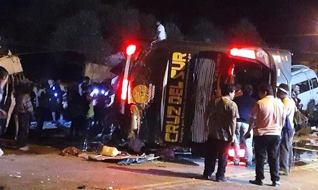 15 personas mueren tras choque de Cruz del Sur con 4 minivan