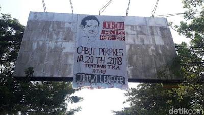 Spanduk Karikatur Jokowi Antek Asing Terpampang di Makassar - Info Presiden Jokowi Dan Pemerintah