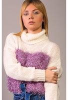 Pulover tricotat cu guler alb cu detalii roz