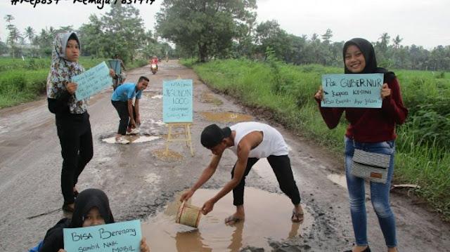 Begini Cara Cerdas Warga Lampung Sindir Pemerintah Akibat Jalanan Berlubang