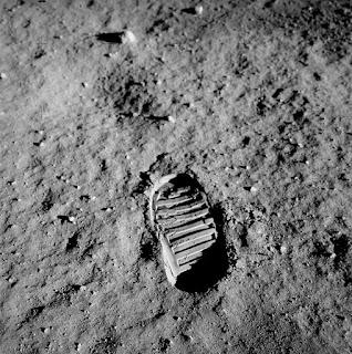 jejak kaki di bulan