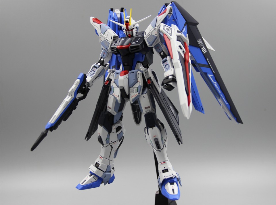 Custom Build: MG 1/100 ZGMF-X10A Freedom Gundam ver. 2.0 by tchebin
