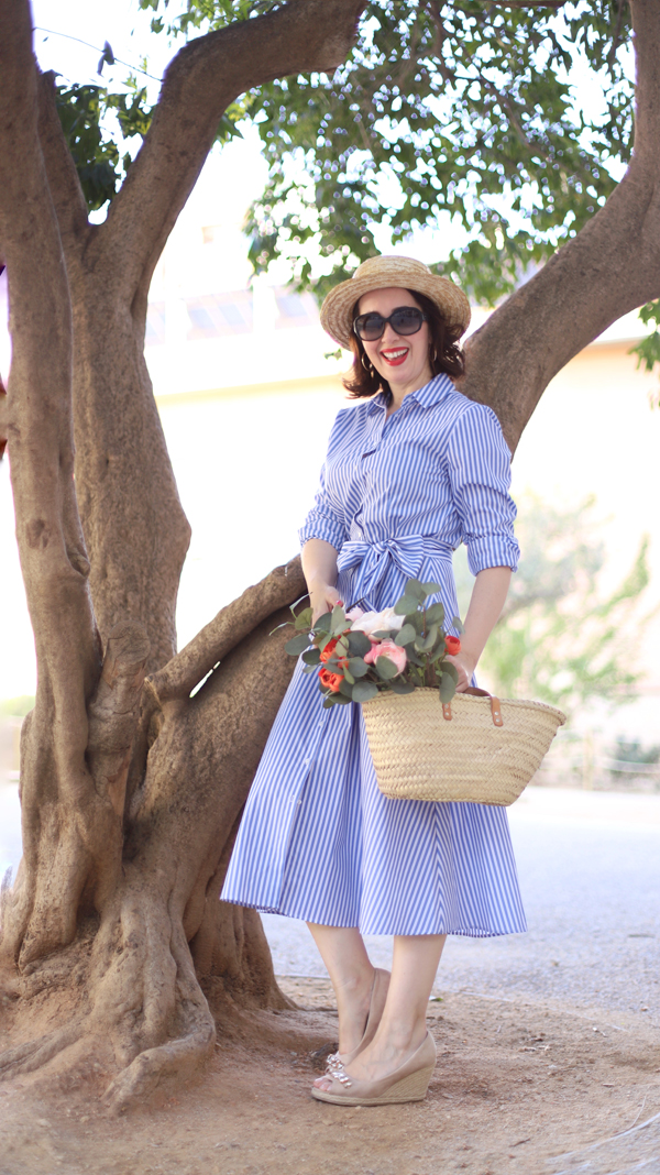 http://www.madamechicbcn.com/2018/05/blue-stripped-shirtdress.html