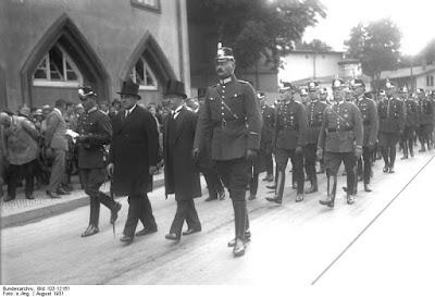 B.Weiss lors de l'enterrement de policiers assasinés en 1931