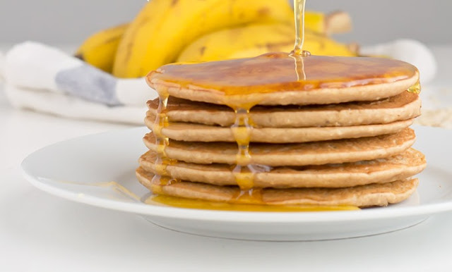 healthy breakfast to lose belly fat, banana pancakes with walnut honey, tropical fruit smoothie recipe