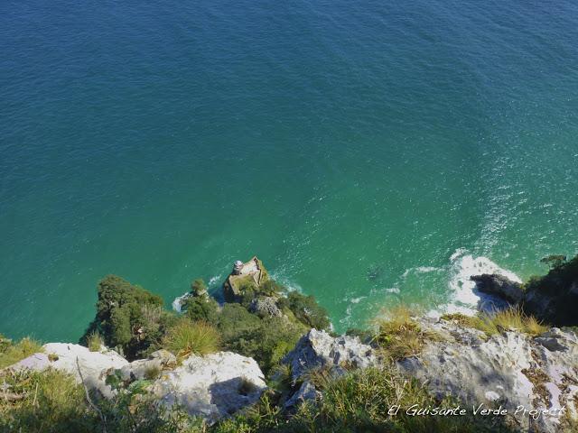 Faro del Caballo, vista aérea - Santoña, por El Guisante Verde Project