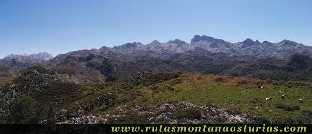 Panorámica desde el Pico Mosquital en los Lagos de Covadonga