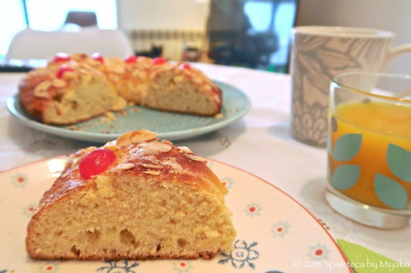 スペインの王様のケーキをカットした内部