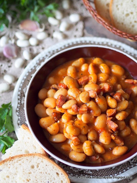 najsmaczniejsza fasolka po bretonsku, fasola w sosie pomidorowym, fasolka w pomidorach, fasola duszona, obiad, danie jednogarnkowe, jak zrobić najlepsza fasolke po bretonsku, smaczna pyza