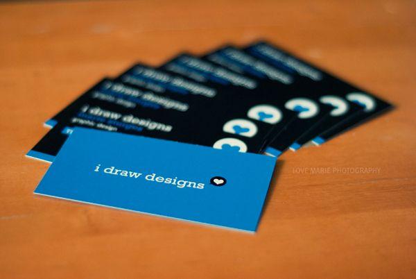 I draw designs – sự kết hợp giữa màu xanh và màu đen đã tạo nên một tấm thẻ khá đẹp. idrawdesigns.com cũng là một trang web đồ họa.