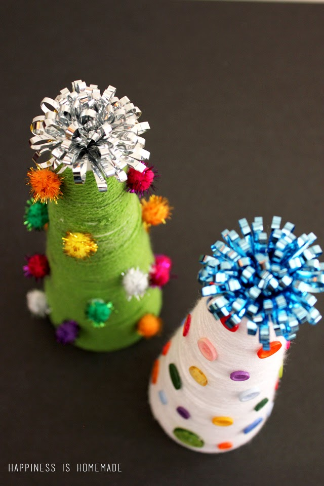 Yarn Wrapped Christmas Trees {Kid Craft}   #christmas #craft #kidscraft