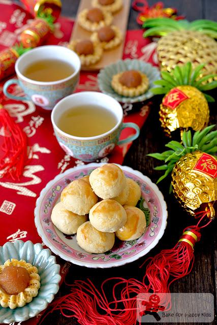 melt in the mouth gula Melaka pineapple tarts enclosed open faced