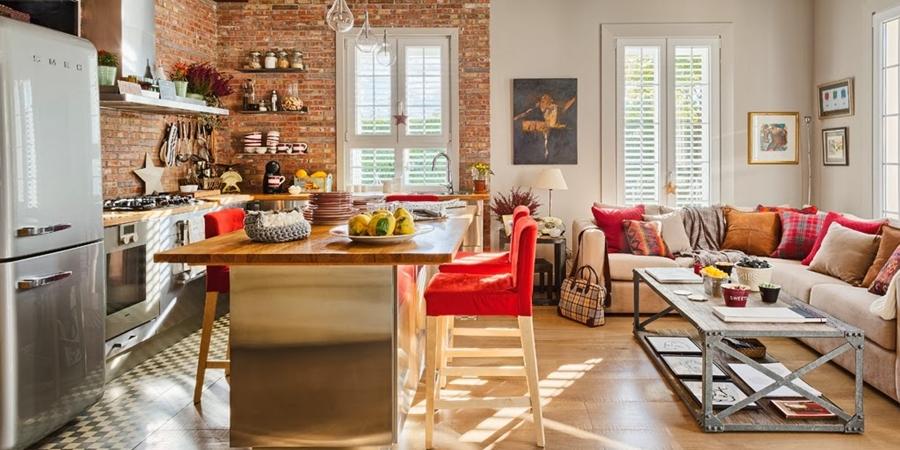 Mieszkanie z kuchnią w stylu loftu z ceglaną ścianą - wystrój wnętrz, wnętrza, urządzanie domu, dekoracje wnętrz, aranżacja wnętrz, inspiracje wnętrz,interior design , dom i wnętrze, aranżacja mieszkania, modne wnętrza, loft, styl loftowy, styl industrialny, małe mieszkanie, małe wnętrza, kawalerka, czerwona cegła, ściana z cegły