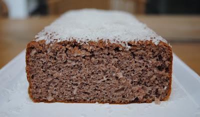 Farinha-de-coco-benefícios-e-como-fazer_bolo