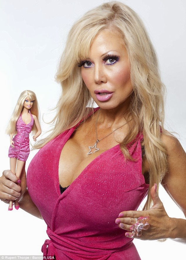 California woman gets hypnotherapy to make herself brainless like Barbie