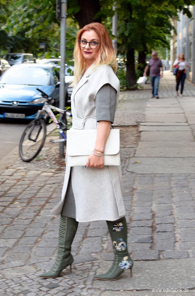 Longweste, Streetstyle mit Grau und Grün, Outfits für Frauen Ü40