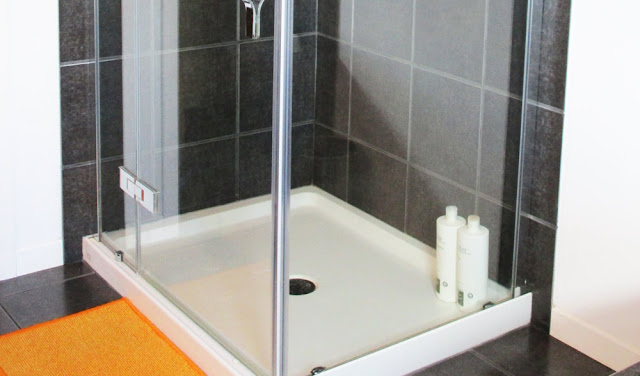 How To Magically Remove Soap Scum With No Scrubbing Required