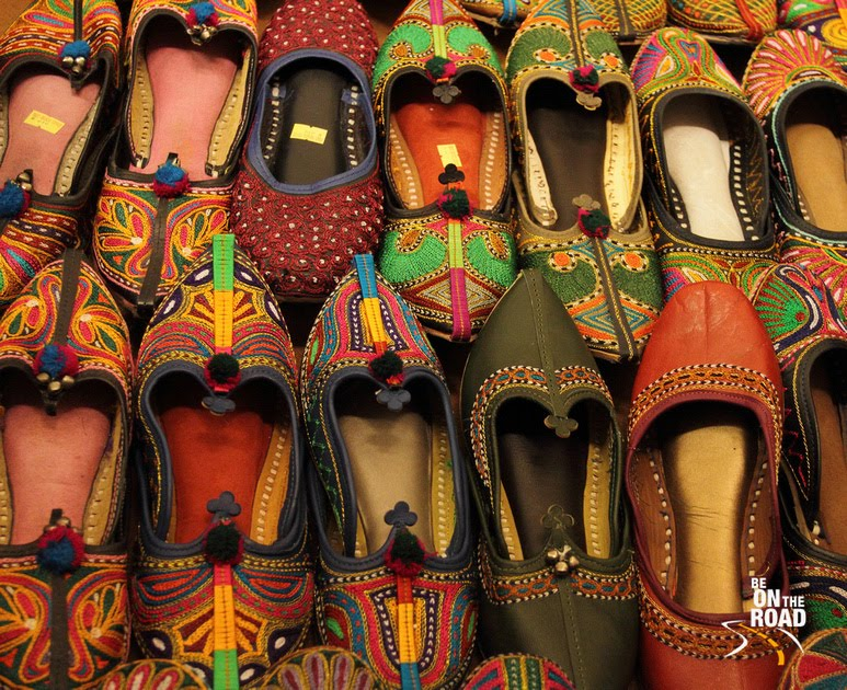 Shopping in the bazaars of Rajasthan