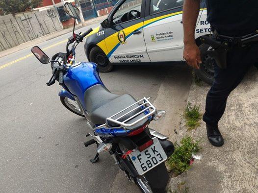 GCMs de Santo André  da 3º Inspetoria localizam moto roubada na região do Guaraciaba
