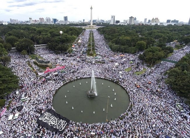 Jumlah peserta Aksi Bela Islam 212 diperkirakan lebih dari 7 juta orang berdasarkan pendaftaran dan dari aplikasi Google Earth