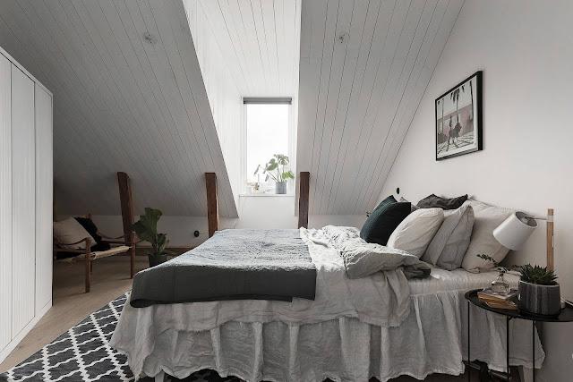 dormitor scandinav la mansarda