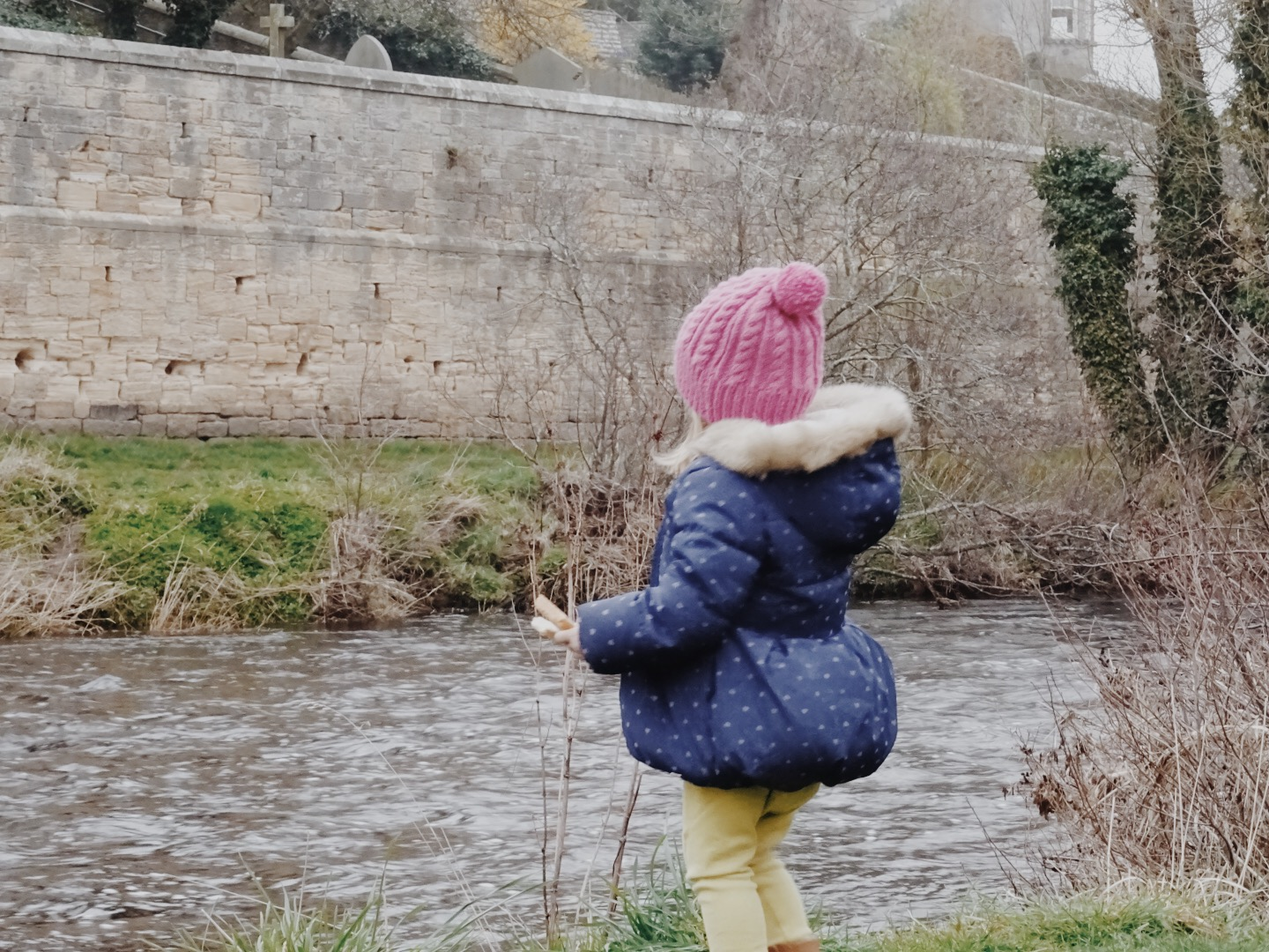 The Best Picnic Spots in Northumberland for Families with Young Children - Rothbury Riverside