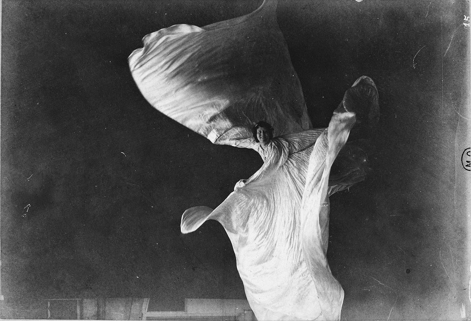 Amazing Vintage Photos of Loie Fuller Dancing from the ...