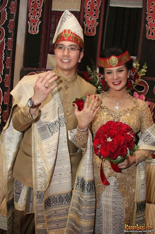 astrid tiar dalam prosesi pernikahan