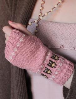 http://translate.googleusercontent.com/translate_c?depth=1&hl=es&rurl=translate.google.es&sl=en&tl=es&u=http://knittingpony.blogspot.com.es/2011/10/owl-wrist-warmers-free-knitting-pattern.html&usg=ALkJrhiCePw-XSs5hyBSFq8WeG5Az9WPyA