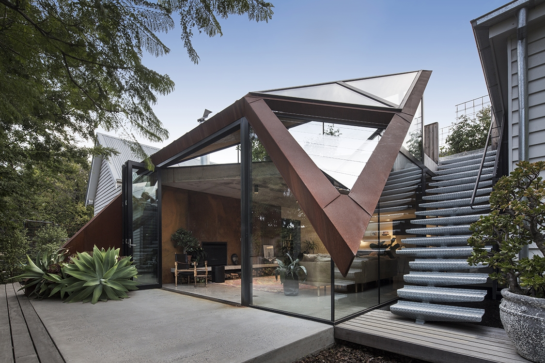 10-Damian-Rogers-Glass-Architecture-with-The-Leaf-House-www-designstack-co