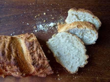 Filoni di pane bianco con crosta croccante
