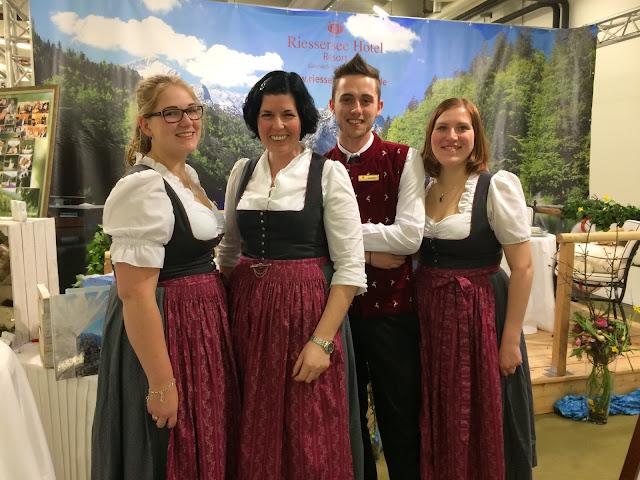 Wedding team, Hochzeitsplaner-Team, Hochzeitstage München 2017 AVR MOC Stand Riessersee Hotel Garmisch-Partenkirchen, wedding fair Munich 2017