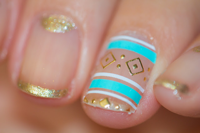 Manucure minimaliste Turquoise & Gold