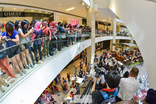 The crowd is everywhere during Super Junior Meet Greet SPAO Malaysia