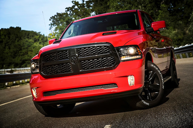 Front 3/4 view of 2017 Ram 1500 Night Edition Crew Cab
