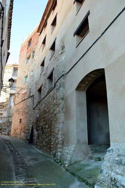 castielfabib-recinto-muralla-barrioso
