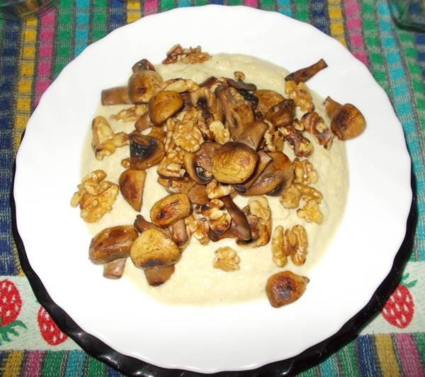 Creme de repolho light com cogumelos e nozes