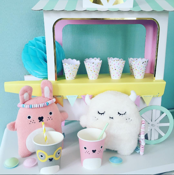 décoration sweet table anniversaire avec peluches noodoll