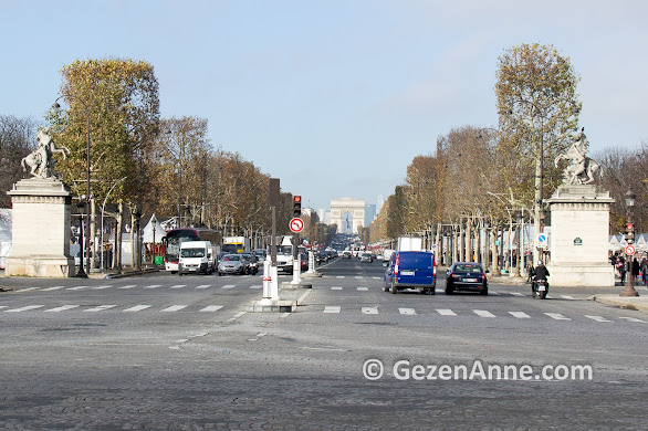 Şanzelize caddesi ve Arc de Triomphe, Paris