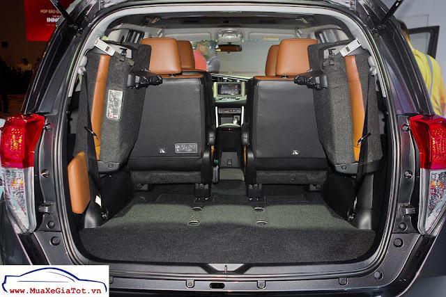 Hàng ghế thứ 3 có thể gập gọn giúp tăng thêm diện tích khoang chứa đồ.