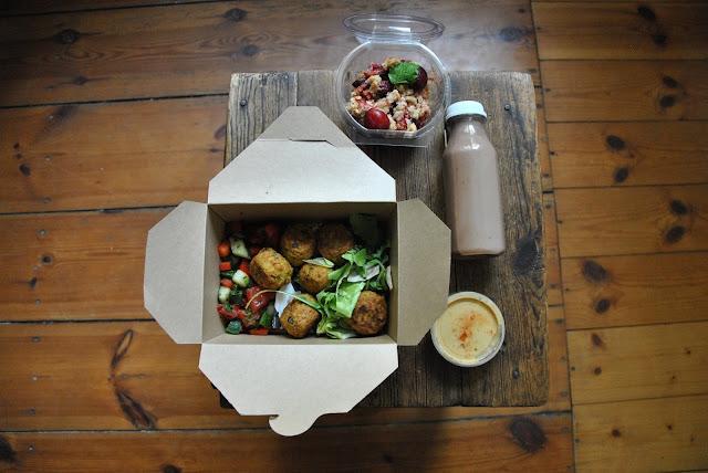Fresh Parsnip Mittagessen mit Snack und Smoothie
