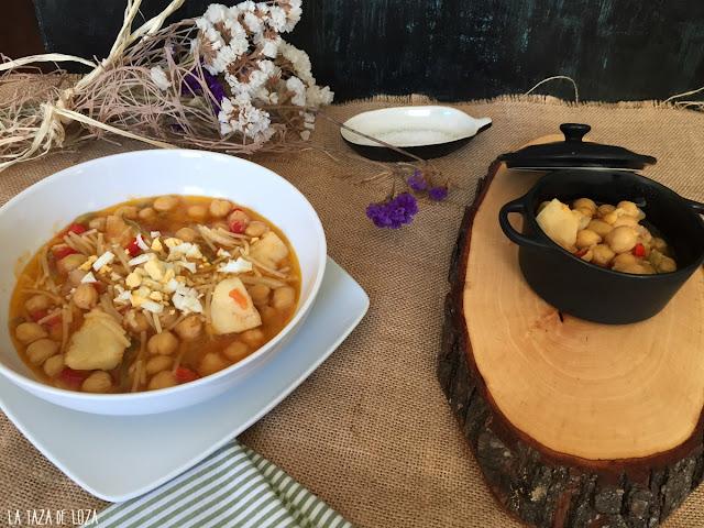 platos-de-garbanzos-con-bacalao-y-fideos-con-huevo-duro