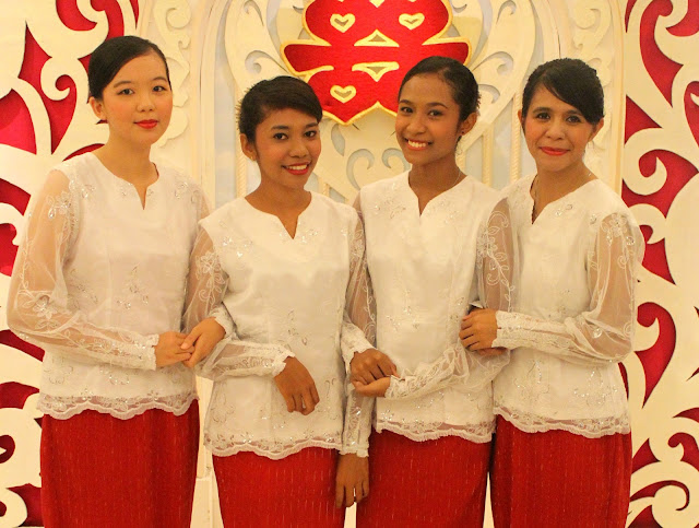 pakaian tradisional perempuan maluku