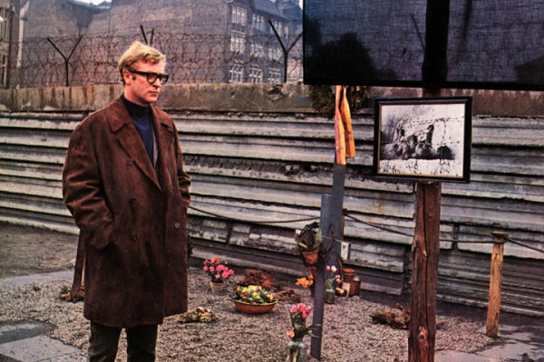 Harry Palmer at the Berlin Wall in Funeral in Berlin