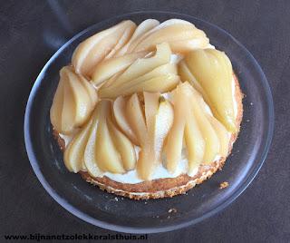 biscuitbodem met mascarpone vanille room en peer waaiers