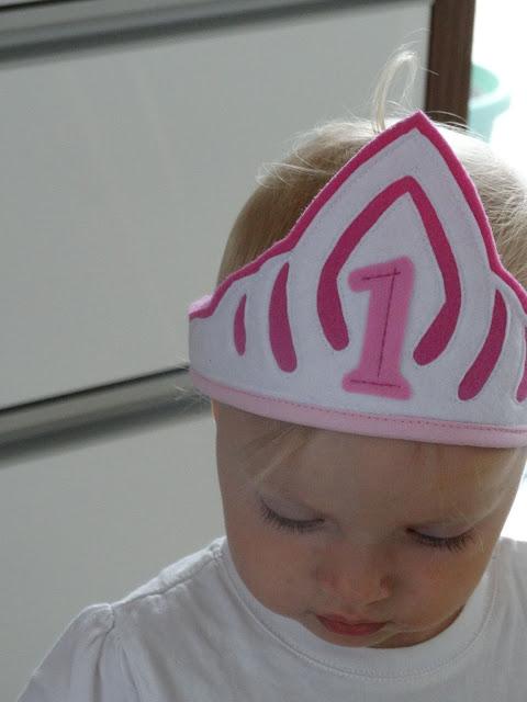 korona urodzinowa roczek 7