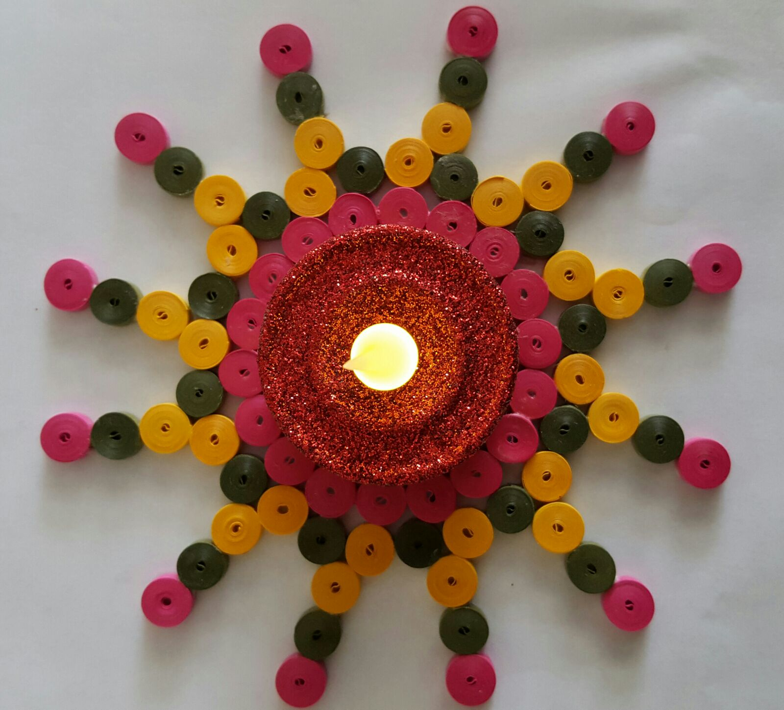 Trupti 39 s craft online paper quilling class student work for Paper quilling work